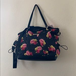 🌸🖤Betsey Johnson🖤🌸Large tote🌸 wristlet too ❣️